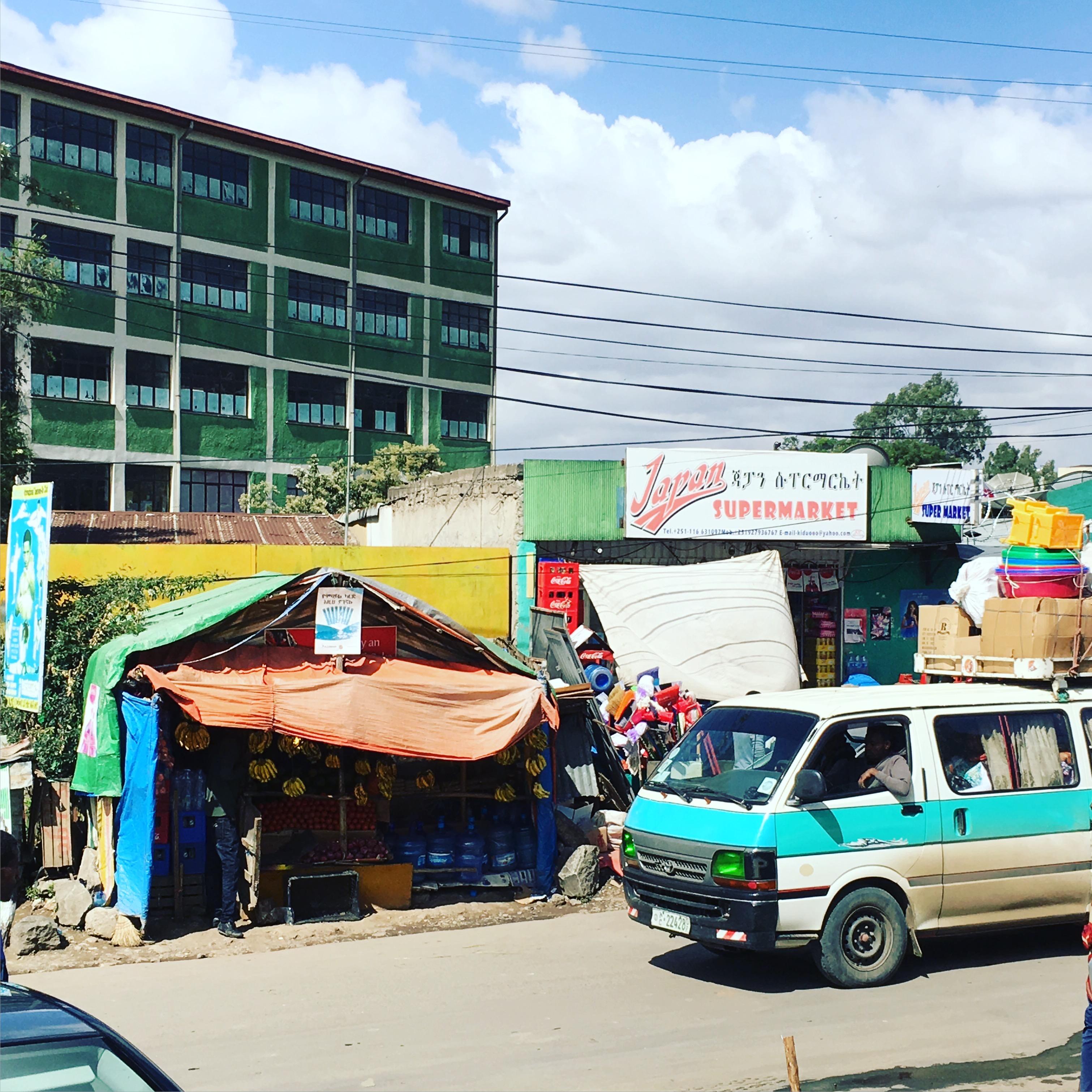 タクシードライバーとミニバスドライバーから見る外国人の取り扱い。